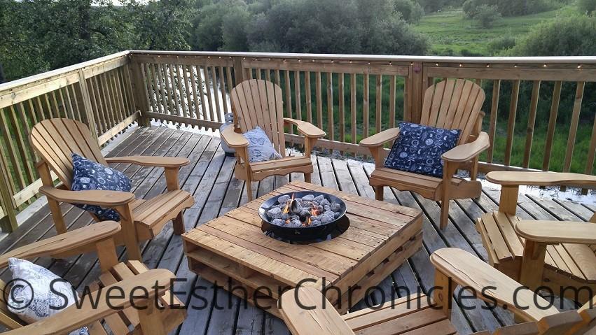 pallet table with deck chairs